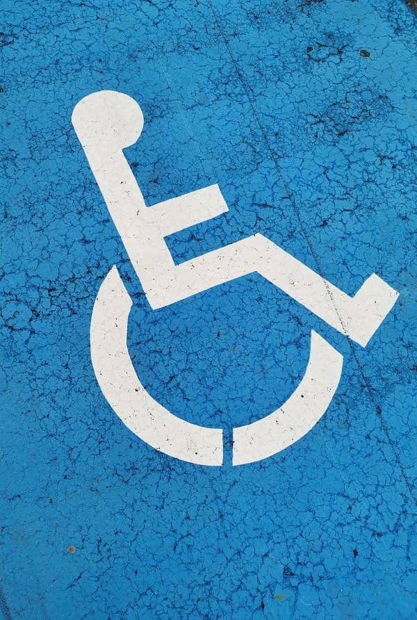 #Descriçãodeimagem #PraCegoVer #PraTodosVeremA imagem é o símbolo da acessibilidade para pessoas usuárias de cadeira de rodas
